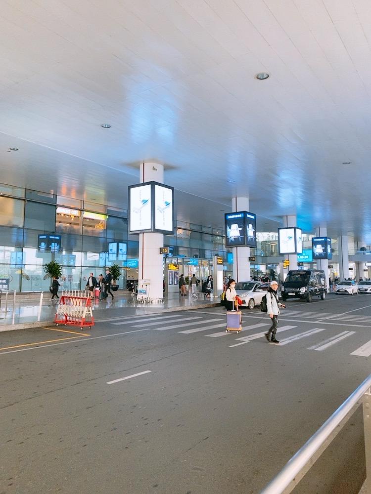 ハノイ 空港 ノイバイ空港 国際線 国内線 連絡バス 無料 バス 移動