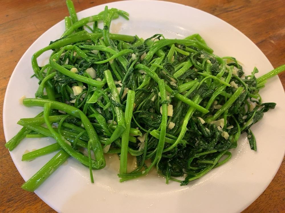 ダナン シーフード ローカルフード 安い LAO DAI レストラン 食事 おすすめ 空芯菜