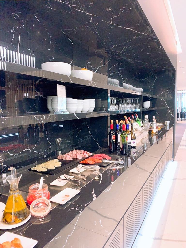 バルセロナ エルプラット空港 ラウンジ 上級会員 プライオリティパス 食事 お酒 アルコール
