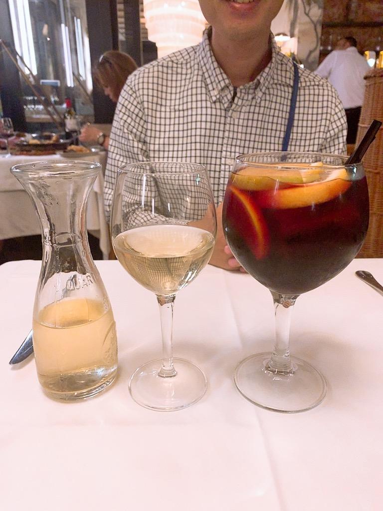 Les Quinze Nits 王の広場 バルセロナ スペイン バル サングリア ワイン