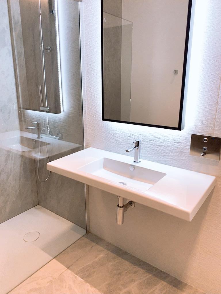 バルセロナ エルプラット空港 ラウンジ 上級会員 プライオリティパス シャワー バスルーム