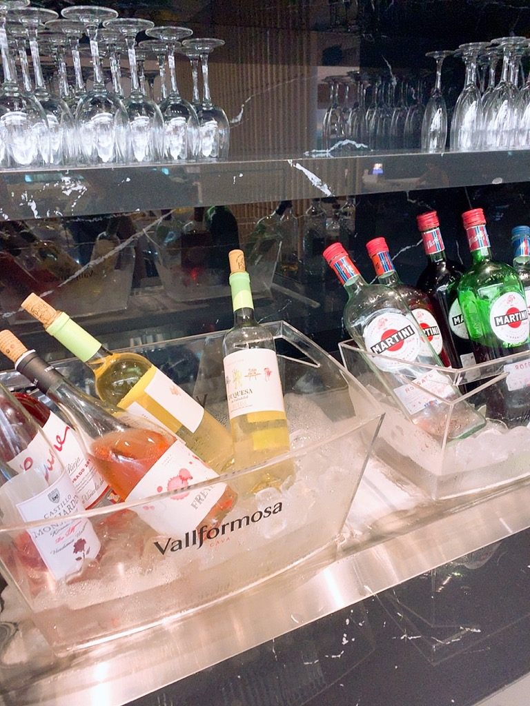 バルセロナ 空港 ラウンジ 上級会員 プライオリティパス 食事 お酒 アルコール