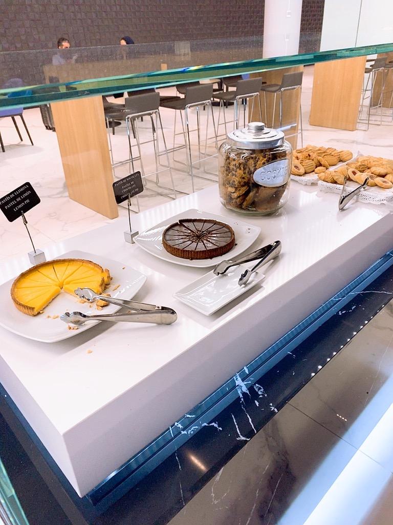バルセロナ エルプラット空港 ラウンジ 上級会員 プライオリティパス デザート