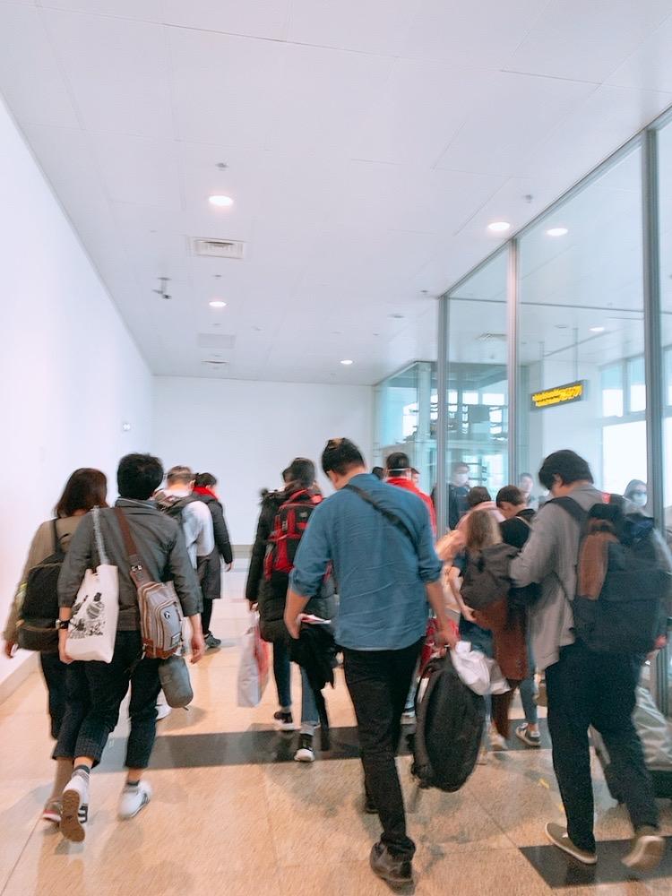ハノイ 空港 飛行機 トランジット 入国審査
