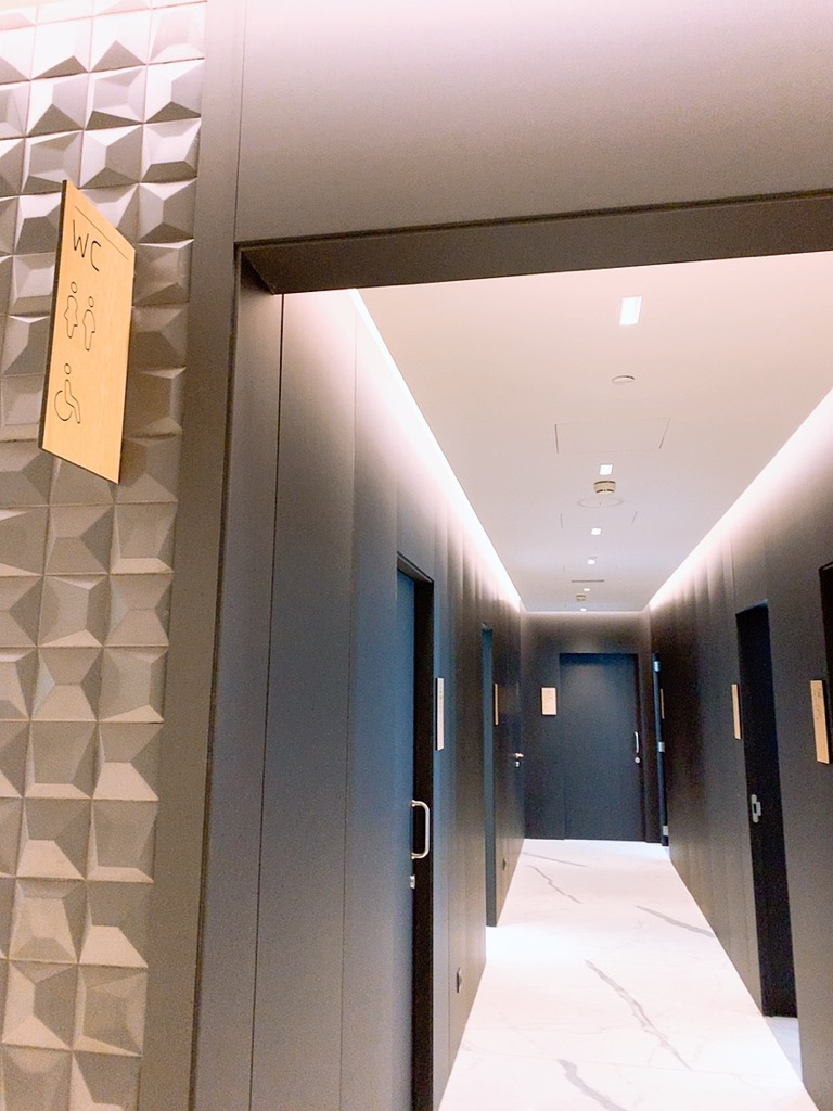 バルセロナ エルプラット空港 ラウンジ 上級会員 プライオリティパス シャワー バスルーム トイレ
