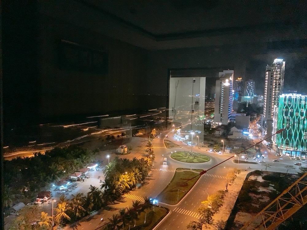 ダナン おすすめ ホテル ミーケビーチ ビーチ沿い 夜景