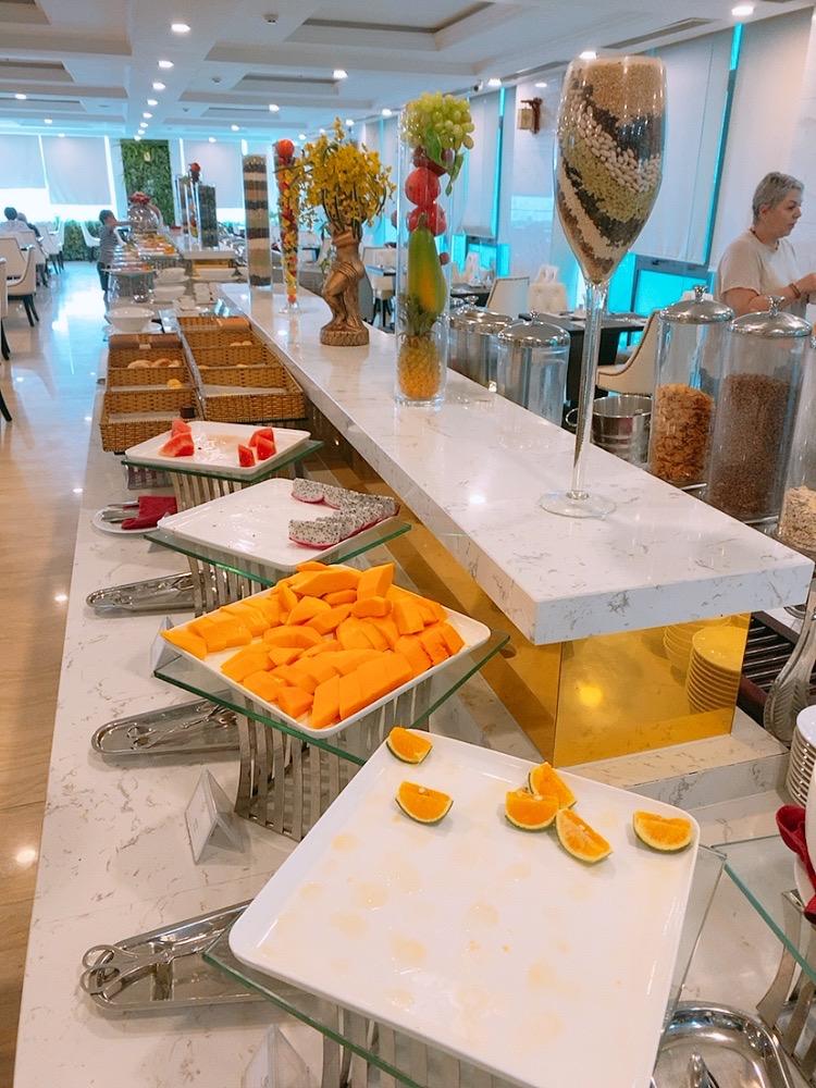 ダナン おすすめ ホテル ミーケビーチ ビーチ沿い ご飯 朝食 フルーツ