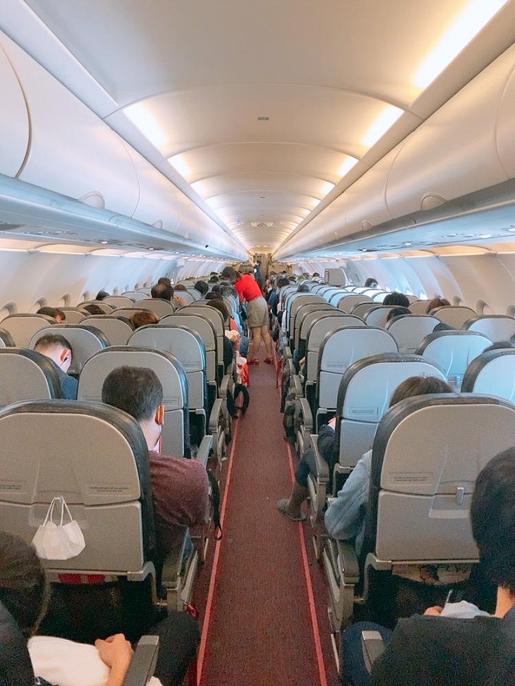 ベトナム ハノイ 成田 べトジェット 機内 満席