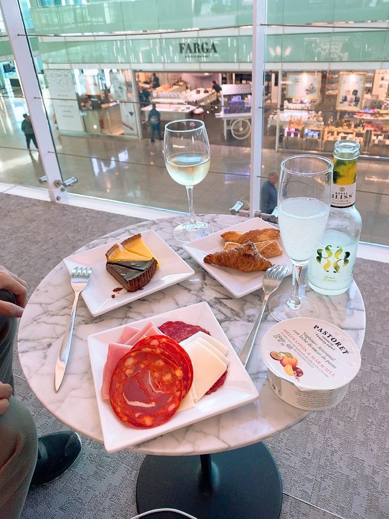 バルセロナ エルプラット空港 ラウンジ 食事 食べ物 お酒