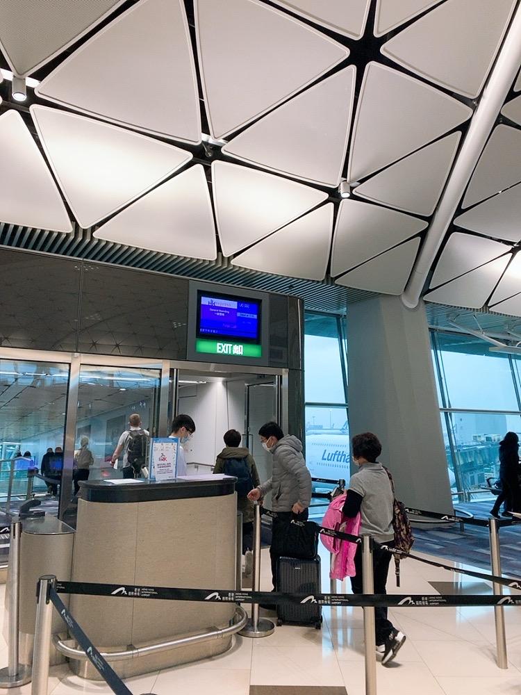 香港空港 トランジット コロナウイルス 香港エクスプレス