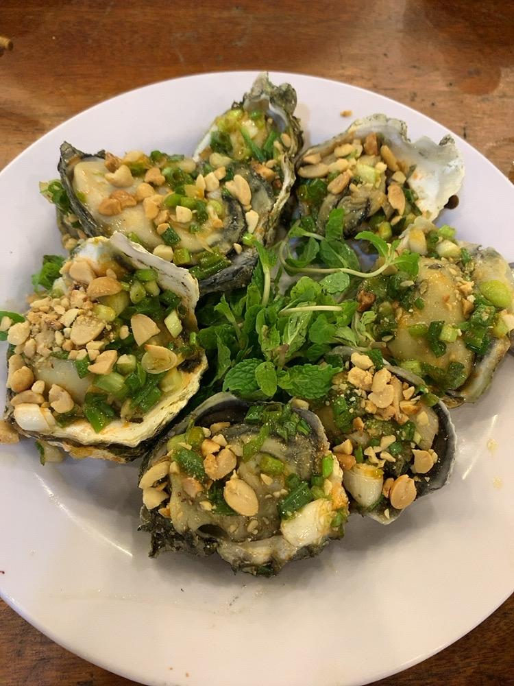 ダナン シーフード ローカルフード 安い LAO DAI レストラン 食事 おすすめ カキ 牡蠣