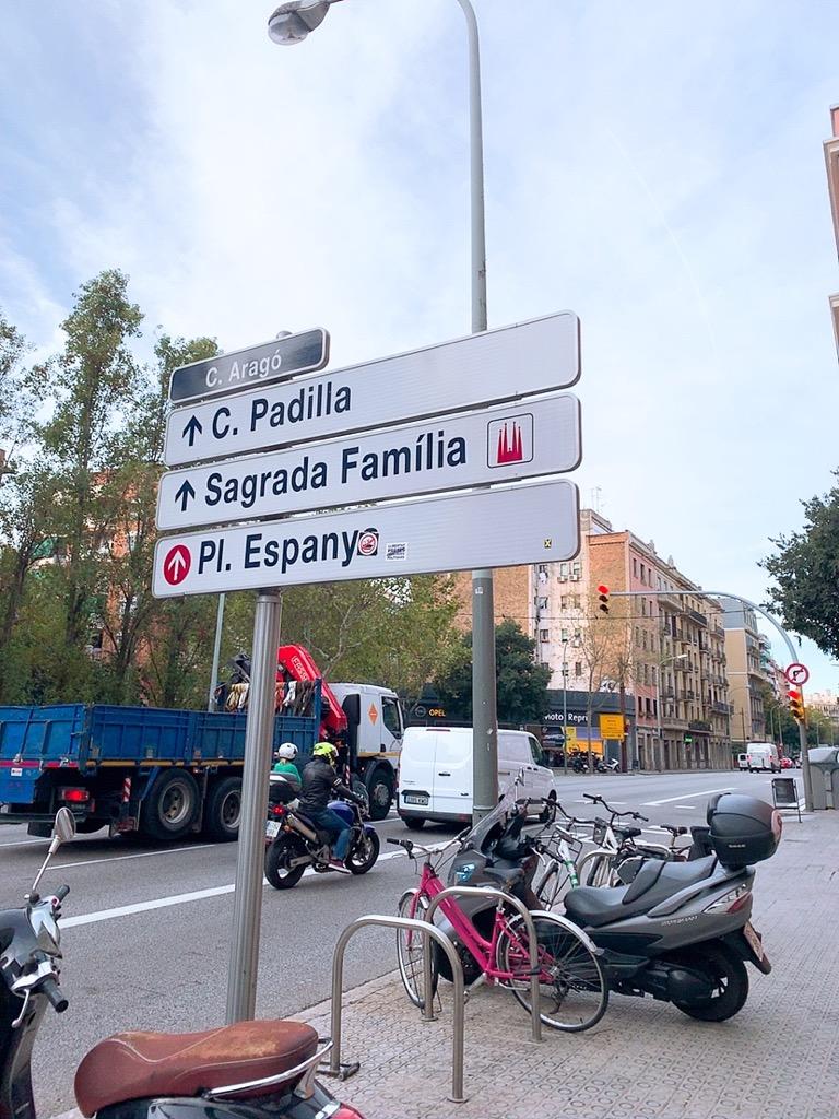 サグラダファミリア ホテル 歩き 行き方 標識