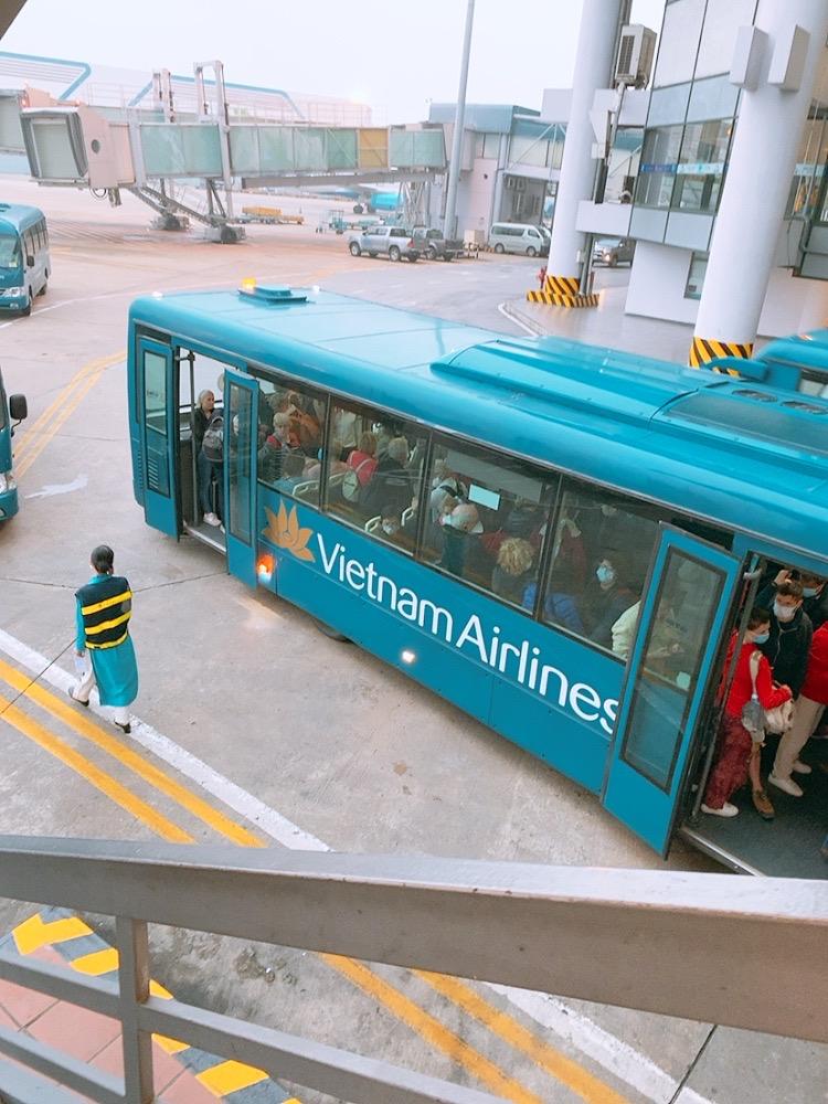ノイバイ空港 国内線 搭乗 ベトナム航空 バス