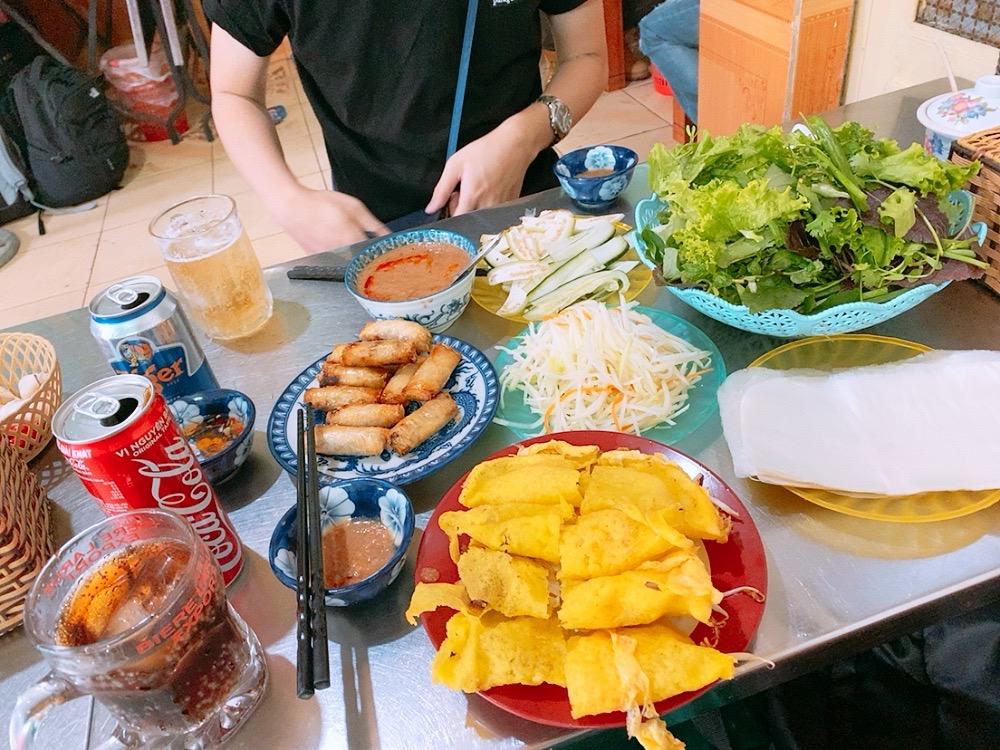ベトナム ダナン 食事 おすすめ バインセオ レストラン ディナー 晩御飯 ランチ 食事 春巻き ベトナム料理
