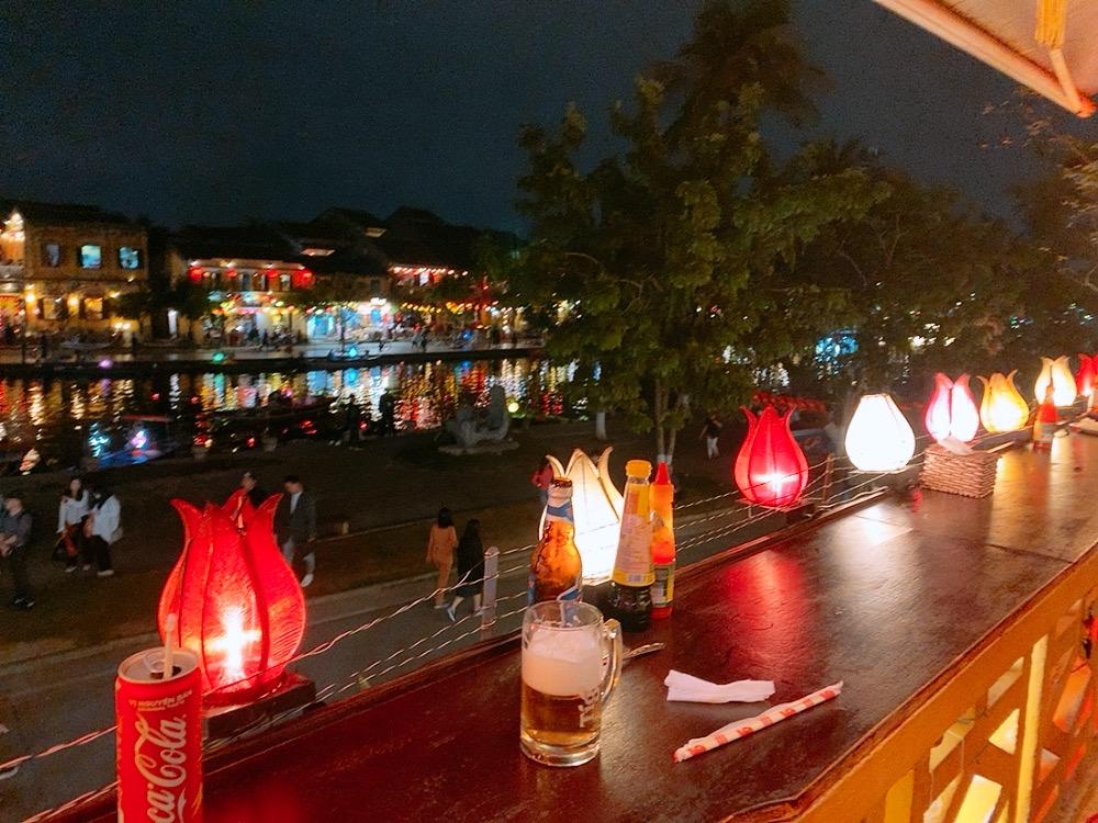 ホイアン おすすめ 食事 レストラン 川沿い 夜景 景色 ランタン