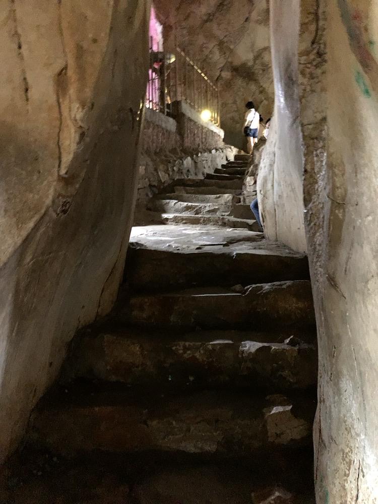 五行山 行き方 ハード 歩く 服装 地獄洞 階段