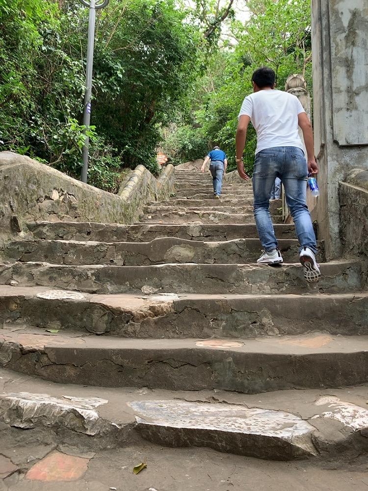 五行山 行き方 ハード 歩く 服装 階段