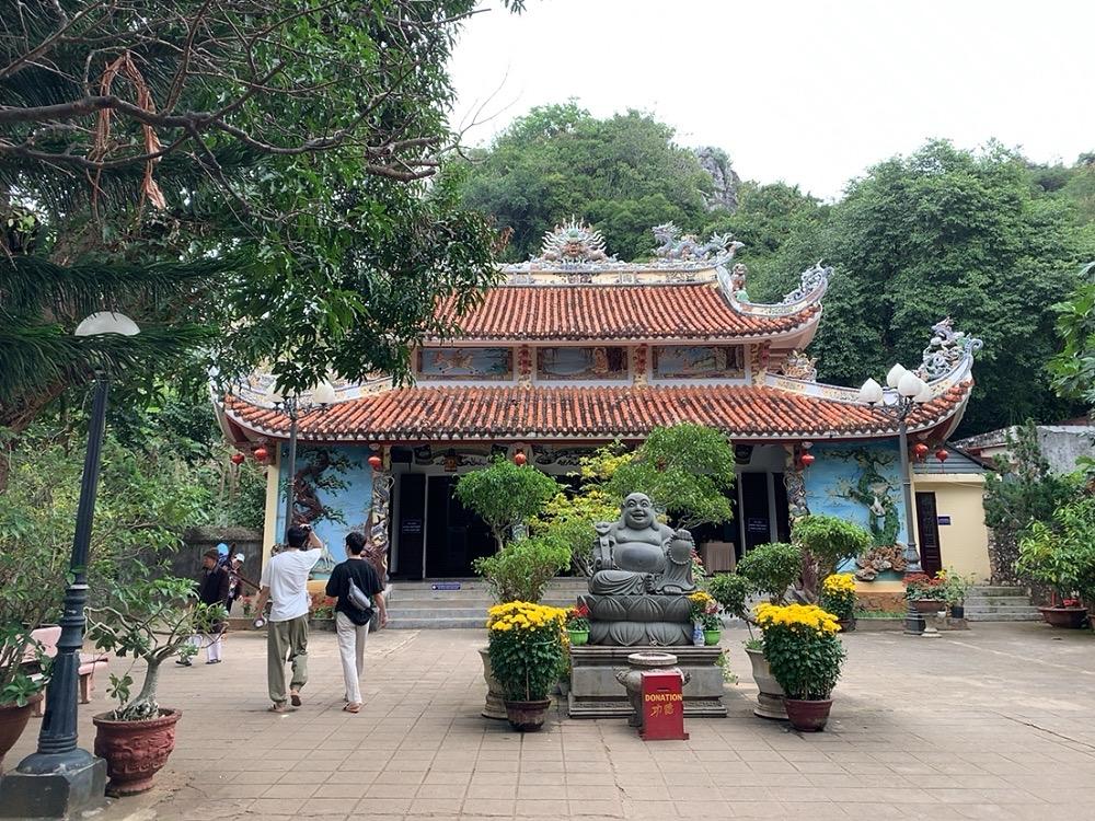 タムタイ寺(Tam Thai Pagoda)