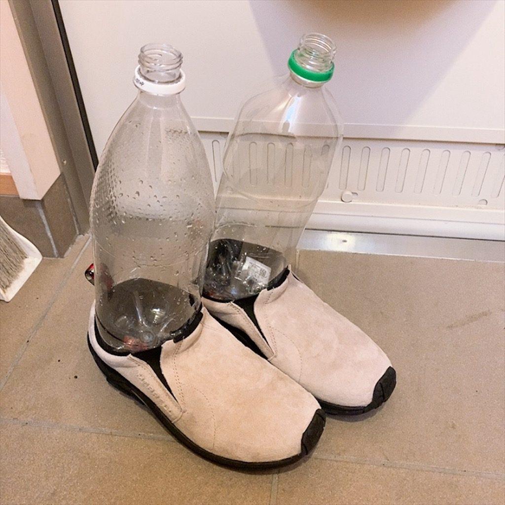 小さい靴 広げる方法 伸ばす方法 革 革靴 小さい 伸ばす 痛い 広げる スニーカー メレル スリッポン ジャングルモック